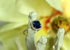 3.25ct untreated natural blue sapphire with 0.22cts of EF color VS clarity diamonds