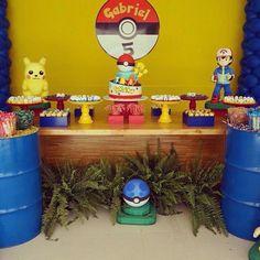 Pokemon Pokemon Party Decorations, Birthday Table Decorations, 6th Birthday Parties, 9th Birthday, Festa Pokemon Go, Hot Wheels Birthday, Pikachu, Pokemon Birthday, Dessert