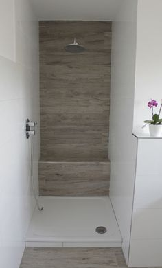 ablage in der dusche und bord re aus mosaik in holzoptik fliesen bad pinterest blog and oder. Black Bedroom Furniture Sets. Home Design Ideas