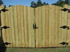 29+ Top Collection Building Wooden Fence Gate - Home Decor and Garden Ideas Sliding Fence Gate, Wooden Garden Gate, Wooden Gates, Fence Gates, Fence Gate Design, Privacy Fence Designs, Building A Wooden Gate, Building Building, Gate Designs Modern
