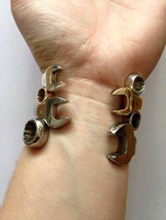 Hand bracelets of auto mechanic 2