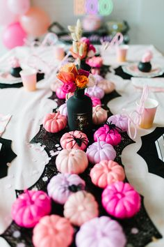 This SPOOK-TACULAR ghoul gang Halloween party is every little girl's dream! Mode Halloween, Table Halloween, Halloween First Birthday, Pink Halloween, Halloween Party Decor, Holidays Halloween, Spooky Halloween, Halloween Themes, Girl Birthday