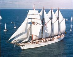 Juan Sebastián Elcano, buque escuela de la Marina española, segundo con más eslora entre los barcos de este tipo y el más antiguo.