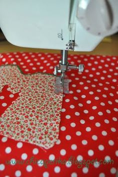 Best 12 Applique Part 3 – Machine Applique Stitches – The Crafty Quilter – SkillOfKing. Sewing Tools, Sewing Hacks, Sewing Tutorials, Sewing Patterns, Machine Embroidery Applique, Applique Quilts, Applique Stitches, Sewing Projects For Kids, Sewing For Kids