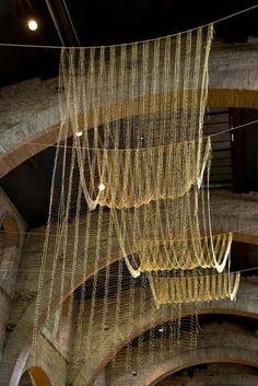 Le plan flexible de Leonor Antunes au CAPC musée d'art contemporain de Bordeaux – Exposition