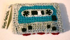 Mixtape en laine. (Technique du Crochet) Tous droits réservés - Miss Veneno. http://legraffitivuparmamie.blogspot.fr
