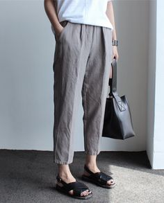 Best Casual Summer Outfits Part 1 Airplane Outfits, Linen Trousers, How To Make Clothes, Casual Summer Outfits, Minimal Fashion, Look Cool, Daily Fashion, Female Fashion, Fashion Advice