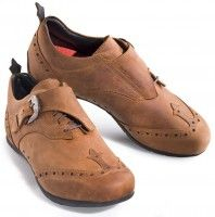 Wing Tip cycling shoes. Chic!