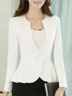 casual blazer outfits in 2020 Blazer Outfits Casual, Blazer Outfits For Women, Blazer Fashion, Blazers For Women, Jackets For Women, Fashion Outfits, Clothes For Women, Dress Outfits, Fashion Clothes