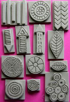 Foam stamps SET 1, hand carved, mixed mediasellos 13 de espuma tallada a mano con una herramienta de pirograbado en goma espuma extra gruesa (I truco que aprendí de artista Mindy Lacefield!).