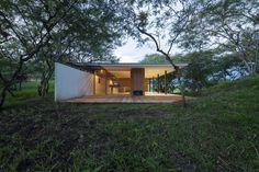 Los Faiques in Valle de Yunguilla, Ecuador by Duran y Hermida Arquitectos Asociados