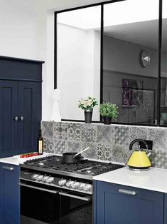 Looking for painted kitchen ideas? We've covered painted kitchen walls, painted kitchen cabinets and kitchen colour schemes Kitchen Cabinets And Cupboards, Painting Kitchen Cabinets, Kitchen Paint, New Kitchen, Kitchen Decor, Kitchen Ideas, Kitchen Appliances, Kitchen Pictures, Kitchen Walls
