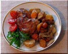 Kuře umyjeme, osušíme, naporcujeme a opečeme (já rovnou v kameninové nádobě). Vyndáme na talíř, opečeme zeleninu nakrájenou na kousky. Vložíme... Pot Roast, Crockpot, Pork, Chicken, Meat, Ethnic Recipes, Carne Asada, Kale Stir Fry, Roast Beef