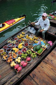 Halong Bay ~ vendor