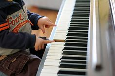 9 Tips for Teaching Piano to Young Ages from Color in my Piano. Great info!