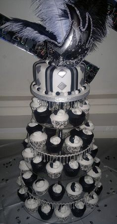 Black, white and silver Masquerade birthday cake and cupcakes - Birthday Cake Blue Ideen Masquerade Cupcakes, Masquerade Party Decorations, Masquerade Ball Party, Sweet 16 Masquerade, Masquerade Theme, Masquerade Wedding, Halloween Masquerade, 30th Birthday Parties, Sweet 16 Birthday