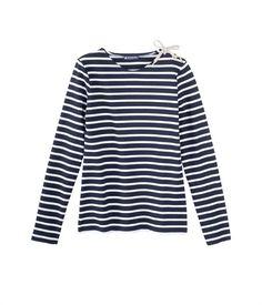 -30% So girly la #mariniere avec le #laçage qui remplace les boutons classiques sur l'épaule signé #PetitBateau. 38,50€