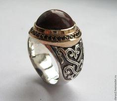 Купить перстень с круглой яшмой и орнаментом - коричневый, перстень с камнем, перстень из серебра, перстень мужской