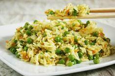 Il riso al curry e verdure è un piatto tipico della cucina orientale, facile e veloce da preparare in cui il curry indiano è protagonista. Ecco la ricetta