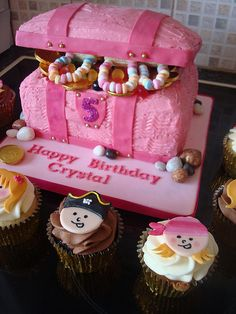 Princess & pirate cupcakes with pink treasure chest cake Pirate Birthday Cake, Pirate Cupcake, 4th Birthday Cakes, 4th Birthday Parties, Birthday Ideas, Treasure Chest Cake, Childrens Cupcakes, Pirate Party Favors, Girl Pirates