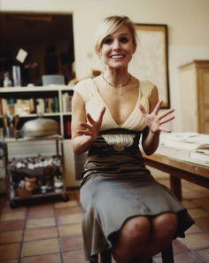 lovely dress. Kristen Bell