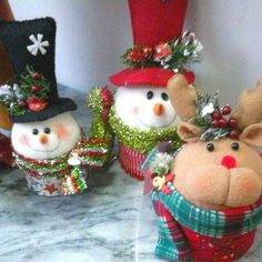Yael Fernandez's media content and analytics Christmas Favors, Felt Christmas Ornaments, Christmas Candy, Merry Christmas, Christmas Decorations, Holiday, Dyi Crafts, Christmas Projects, Christmas Crafts