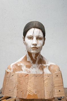 Modern wood sculpture portrait by Bruno Walpoth -  impressions