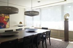 Un piso señorial en Barcelona - Decorabien.com #comedor #hogar #piso #diseño #interiorismo #estilo #confort #madera mesa para 10 #decoracion