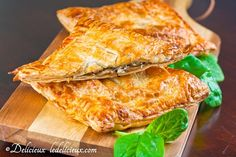 Looking for a mushroom pie recipe? Try this deliciously substantial mushroom spinach and feta pie encased in golden flaky puff pastry. Great for vegetarians and meat eaters alike. Greek Recipes, Pie Recipes, Vegetable Recipes, Cooking Recipes, Empanadas, Spinach Feta Pie, Feta Pizza, Vegetarian Entrees, Spinach Stuffed Mushrooms