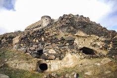 ビザンチン期の要塞の地下に不規則に広がるトンネルや部屋が発見され、考古学者たちが...