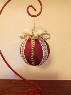 Palla di Natale in raso con applicazioni dorate