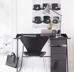 Overtime skrivbord - grafitgrå med sarg, 110 cm av Stina Sandwall för Voice