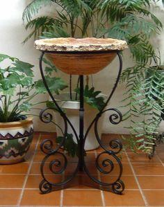 Wrought Iron Decor, Master Bedroom Interior, House Plants Decor, Flower Holder, Cement Crafts, Modern Planters, Flower Stands, Iron Art, Garden Crafts