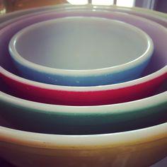 Mint set of Pyrex nesting bowls. Retro Rosie's Vintage.