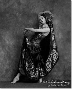 Clases de Danza Oriental en Barcelona. c/Villarroel 144 - Bajos Eixample Esquerra. Info al: 600 77 26 68 antakaranadanza@gmail.com