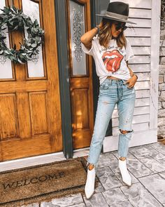 Jeans - t-shirt - white boots - hat Neo Grunge, Grunge Style, Soft Grunge, Grunge Outfits, Trendy Outfits, Fall Outfits, Cute Outfits, Fashion Outfits, Fasion