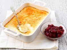 Uunijuusto maitojauheesta Wine Recipes, Dessert Recipes, Cooking Recipes, Finnish Recipes, Coffee Bread, German Desserts, Sweet Buns, Yummy Food, Tasty