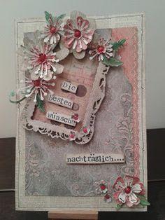 Birthday Card – Geburtstagskarte. Hintergrund behandelt mit Schablone und Strukturpaste plus Stempelmotiv. Verziert mit ausgestanztem Rahmen und gestanzten Blüten.      KunstKommtVonMachen - So bastelt der Norden