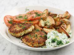 Grönsaksbiffar med tzatziki och rostad potatis | Recept från Köket.se