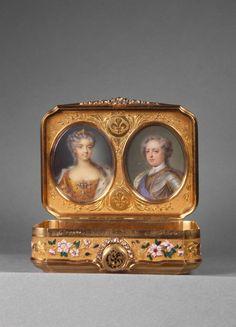 Tabatière, Portraits de Louis XV (1710-1774) en armure et de Marie Leczinska (1703-1768). Offert par le roi le 3 février 1726 au baron Cornélis Hop, ambassadeur de Hollande (1685-1762), 1725-1726. ©  RMN-Grand Palais (musée du Louvre) / Droits réservés