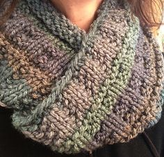 Ravelry: Frigid Wind Infinity Cowl pattern by Hanna Illuzzi Loom Knitting, Knitting Stitches, Knitting Patterns Free, Knit Patterns, Knitting Tutorials, Knitting Machine, Knitting Projects, Free Knitting, Stitch Patterns