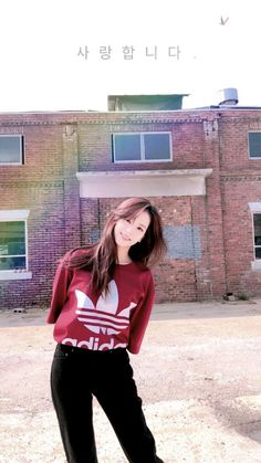My queen Jisoo being pure asf Yg Entertainment, Kim Jennie, South Korean Girls, Korean Girl Groups, Black Pink ジス, Exo Red Velvet, Rapper, Blackpink Members, Kpop
