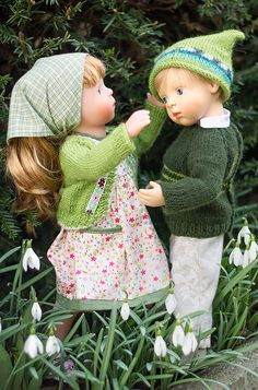Dress with cardigan and head scarf with jumper and hat for the boy Pretty Dolls, Cute Dolls, Beautiful Children, Beautiful Dolls, White Balloons, Dress With Cardigan, Baby Born, Dollhouse Dolls, Moon Child