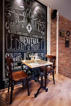 Imagenes de las mesas, sillas y mobiliario para hostelería en el gastropub La Clef d'Or.