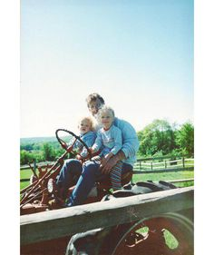 Taylor Swift is, like, the biggest superstar in the world, but she's still a farm girl at heart! Following the ever glamorous Video Music Awards, Tay shared the most adorable childhood photo, reminiscing about her tractor-riding days!