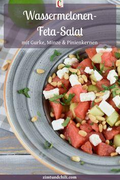 WASSERMELONEN-FETA-SALAT MIT GURKE, MINZE UND PINIENKERNENWassermelonen-Feta-Salat ist eine tolle Beilage zum Grillen. Knackige Gurke und erfrischende Minze machen den Sommersalat besonders lecker. Dann bekommt der Salat mit Melone noch ein Topping aus Pinienkernen. Er passt gut in den Sommer und das Rezept ist einfach und schnell gemacht #WassermelonenFetaSalat #SalatezumGrillen #SalatIdeen #SalatRezepte #SalatRezepteinfach #SommerSalat #SommerSalatmitObst #SommerGerichte #WassermeloneRezepte Feta Salat, Dressings, Cantaloupe, Chili, Salsa, Fruit, Ethnic Recipes, Cheese Recipes, Budget Cooking