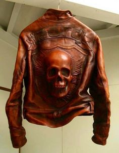 Skull leather jacket (:€
