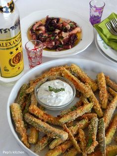 Crispy baked zucchini sticks coated with parmesan cheese and greek yogurt dip made in Pepi's kitchen! Healthy Eating, Healthy Snacks, Healthy Recipes, Greek Cooking, Yummy Food, Tasty, Appetisers, English Food, Mediterranean Recipes