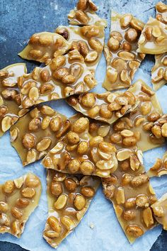 Sweet and salty, crunchy Microwave Peanut Brittle candy - easy to make in just a few minutes! Microwave Peanut Brittle, Peanut Brittle Recipe, Brittle Recipes, Candy Recipes, Holiday Recipes, Holiday Treats, Christmas Recipes, Christmas Foods, Holiday Foods