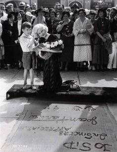 Jean Harlow At Her Hand And Footprint Ceremony At Grauman's Chinese Theater